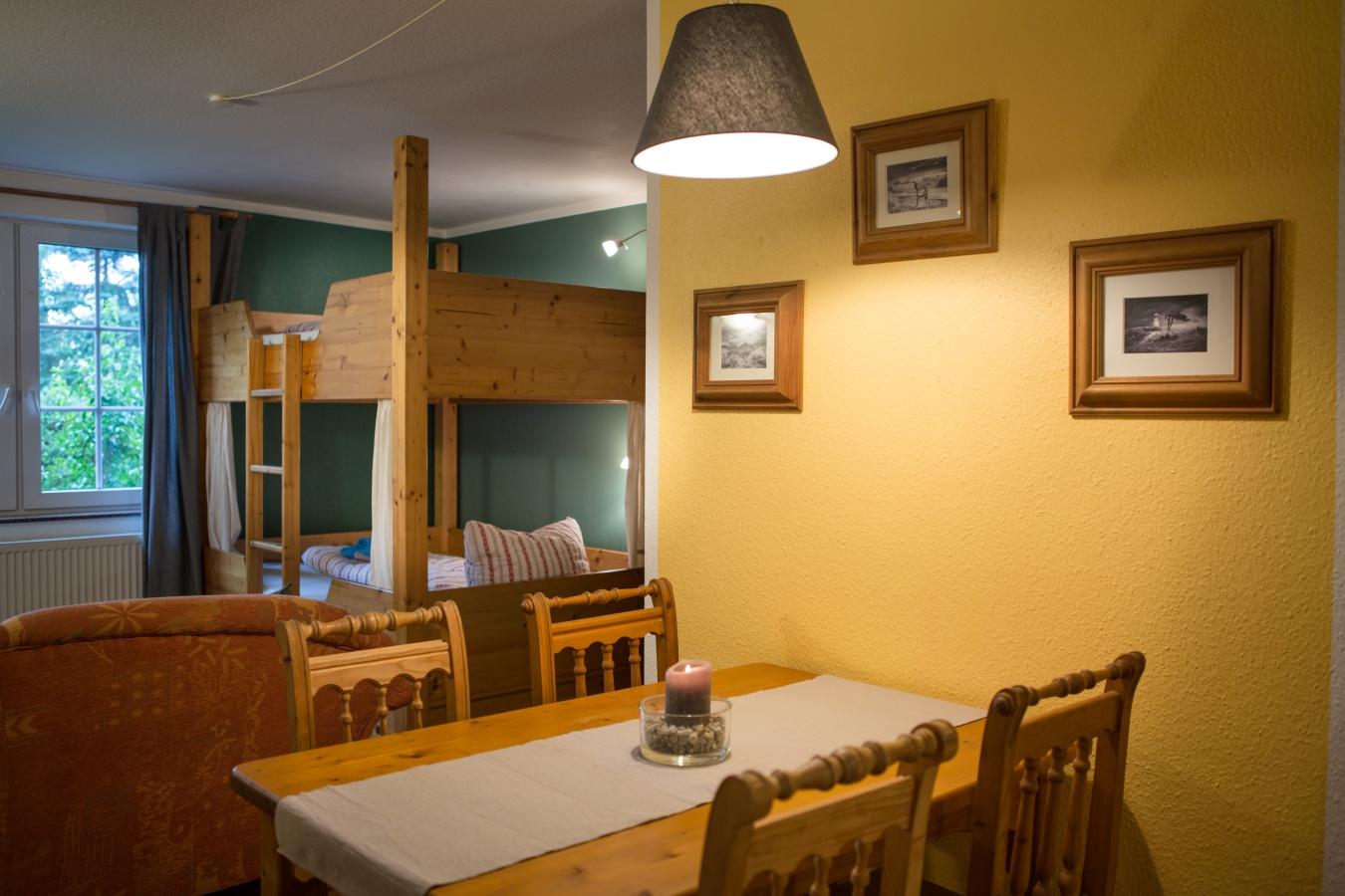 Landhaus Brenner, Alt Güstelitz - WE 1, Blick vom Esstisch zum Bett