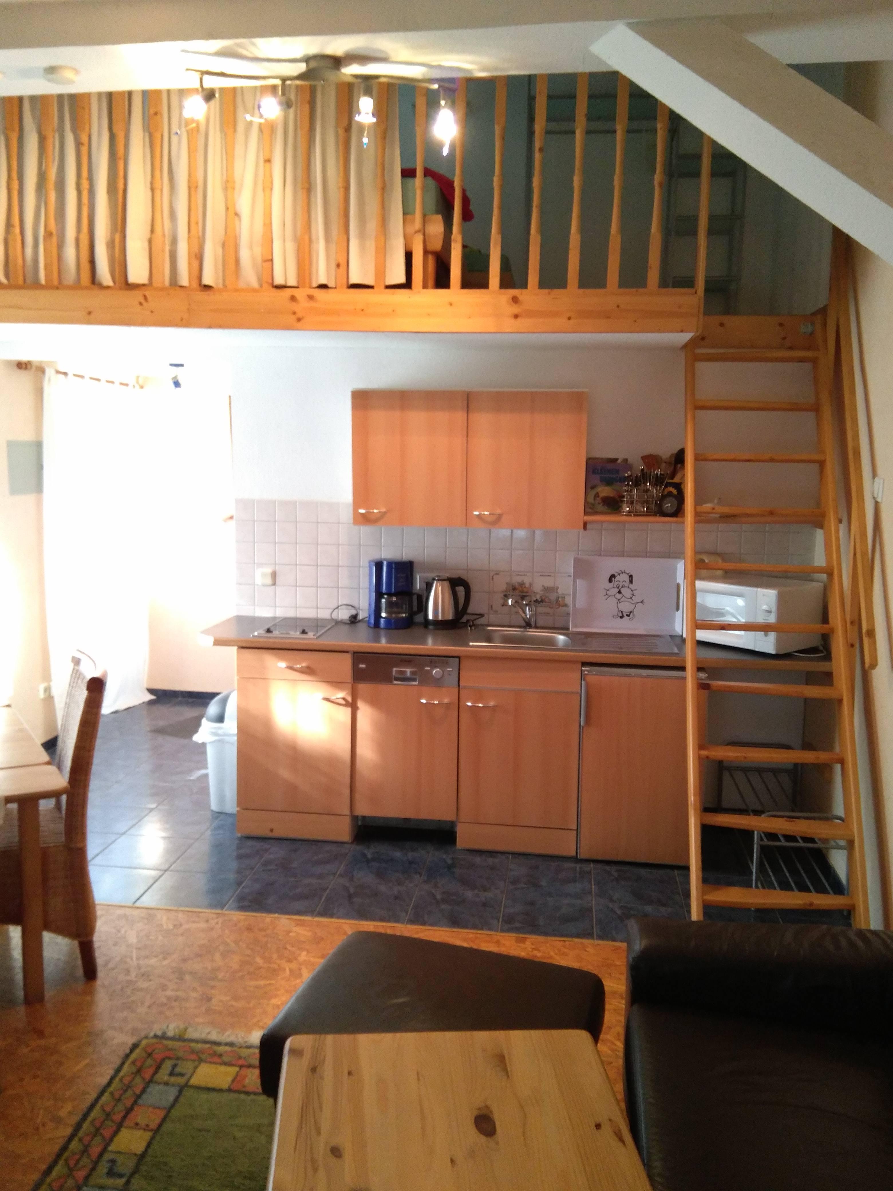 Landhaus Brenner Alt Güstelitz, WE5 Küchenzeile , rechts Treppe zur Schlafgalerie